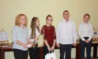 Anna Nicpoń wizytator Kuratorium Oświaty w Bydgoszczy i redaktorzy gazetki Libelciak