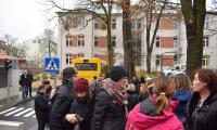 Widok na Miasteczko Bezpiecznego Bohatera z perspektywy boiska szkolnego; foto - Jacek Knychała