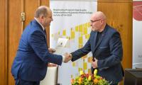Uroczyste podpisanie umów o dofinansowaniu projektów termomodernizacji, fot. Szymon Zdziebło/Tarantoga.pl
