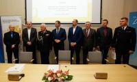 Uroczystość podpisania umowy o dofinansowaniu zakupu pojazdów, fot. Mikołaj Kuras