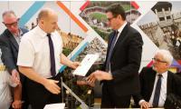 Podczas spotkania podsumowującego rejs marszałek Piotr Całbecki wręczył podziękowania partnerom zaangażowanym w przygotowanie przedsięwzięcia, fot. Mikołaj Kuras