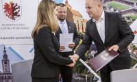 Ceremonia podpisania umowy, fot. Andrzej Goiński/UMWKP