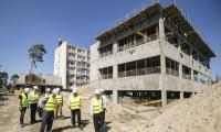 Wizyta gości z Hubei na budowie nowego kompleksu Wojewódzkiego Szpitala Zespolonego w Toruniu, fot. Andrzej Goiński