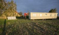 Pierwszy dom mobilny typu holenderskiego dotarł do mieszkańców Pamiętowa w gminie Kęsowo, fot. Andrzej Goiński/UMWKP