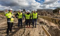 Mieszkańcy Torunia i regionu podczas zwiedzania budowy nowego kompleksu Szpitala na Bielanach, fot. Szymon Zdziebło/Tarantoga.pl
