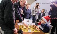 Mikołajkowy mecz szachowy w Urzędzie Marszałkowskim, fot. Andrzej Goiński