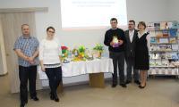 Instruktorzy i uczestnicy Środowiskowego Domu Samopomocy w Radziejowie z organizatorami seminarium
