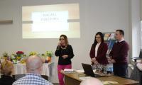 Lidia Nierychlewska dyrektor Warsztatów Terapii Zajęciowej w Lipnie wraz z pracownikami