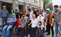 Przejście uczestników przez miasto Zugdidi