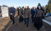 Wizyta marszałka Piotra Całbeckiego na budowie ośrodka pomocowego przy ul. Koronowskiej w Bydgoszczy, fot. Filip Kowalkowski