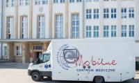 Bezpłatne badania słuchu przed Urzędem Marszałkowskim, fot. Łukasz Piecyk dla UMWKP