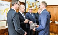 Uroczystość podpisania umów z beneficjentami wsparcia z naszego Regionalnego Programu Operacyjnego i Programu Rozwoju Obszarów Wiejskich, fot. Andrzej Goiński