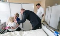 Wizyta marszałka Piotra Całbeckiego w Wojewódzkim Szpitalu Dziecięcym w Bydgoszczy, fot. Filip Kowalkowski
