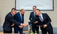 Uroczystość podpisania umowy z wykonawcą prac na drodze nr 255 w Pakości, fot. Łukasz Piecyk