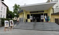 """Marszałek Piotr Całbecki podczas odwiedzin kinoteatru ,,Rondo"""" w Chełmnie fot. Łukasz Piecyk"""