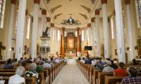Uroczystość wieńcząca rozbudowę placówki rozpoczęła się mszą świętą w kościele św. Antoniego z Padwy, fot. Szymon Zdziebło/Tarantoga.pl