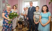 Wizyta wicemarszałka Dariusza Kurzawy w domu Salomei Wietrzykowskiej, fot. Szymon Zdziebło/tarantoga.pl
