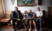 Wizyta wicemarszałka Zbigniewa Ostrowskiego u Genowefy Nowak, fot. Filip Kowalkowski