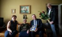Wizyta wicemarszałka Zbigniewa Ostrowskiego u Marii Rasch, fot. Filip Kowalkowski