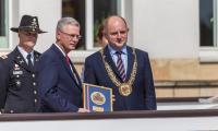 Uroczystość wręczenia medali Unitas Durat przed Urzędem Marszałkowskim, fot. Szymon Zdziebło/Tarantoga.pl