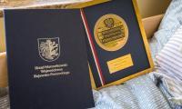 Medal Unitas Durat dla Marianny Czarneckiej, fot. Szymon Zdziebło/tarantoga.pl