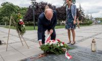 złożenie kwiatów pod Pomnikiem Artylerzystów, fot. Łukasz Piecyk