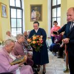 Wizyta marszałka Piotra Całbeckiego u Elżbiety Rogali, fot. Łukasz Piecyk