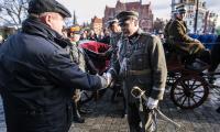 Pierwszym akcentem regionalnych obchodów było umieszczenie 4 grudnia 2017 roku na frontonie gmachu Urzędu Marszałkowskiego tablicy z apelem o wspólne świętowanie jubileuszu. Tego dnia siedzibę urzędu odwiedził sam marszałek Józef Piłsudski - w tę rolę wcielił się Zbigniew Huzakowski z Grupy Rekonstrukcji Historycznej Rex, fot. Andrzej Goiński