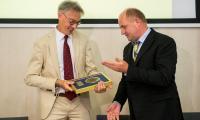 Wśród wyróżnionych marszałkowskim medalem Unitas Durat Palatinatus Cuiaviano-Pomeraniensis, wybitym z okazji setnej rocznicy odzyskania niepodległości jest przedstawiciel Komisji Europejskiej Chrisopher Todd, fot. Łukasz Piecyk