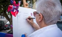 W ramach akcji samorządu województwa około 10 tysięcy mieszkańców regionu złożyło podpisy pod deklaracją z okazji 100. rocznicy odzyskania niepodległości., fot. Szymon Zdziebło/tarantoga.pl