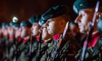 Wieczorny apel pod pomnikiem marszałka Józefa Piłsudskiego na pl. Rapackiego w Toruniu, fot. Łukasz Piecyk