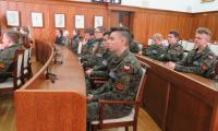 Klasy mundurowe z toruńskich liceów podczas spotkania z przedstawicielami amerykańskiej armii