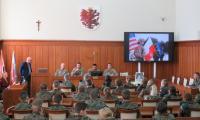 Uczniowie klas mundurowych oraz przedstawiciele armii USA