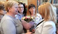 Gratulacje dla autorki wystawy od licznie zgromadzonych gości, fot. Agata Pasternak