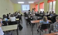 Dzieci w trakcie pisania testu