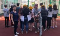 nagrywanie wspólnej piosenki. Na zdjęciu pARTyzant,Sylwia Kamieńska i młodzież z Oddziału Dziennej Rehabilitacji Psychiatrycznej Dzieci i Młodzieży