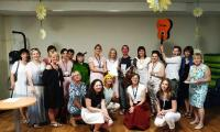 nauczyciele ZS nr 33 i pracownicy oddziału wraz z członkami Stowarzyszenia Żółty Beret