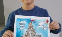 6-letni Kim Yoonsu z Korei Południowej ze swoją pracą