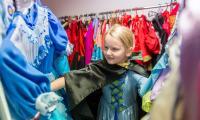 Wymyślne stroje na karnawał można wypożyczać w kostiumerni WOAK-u, fot. Łukasz Piecyk