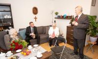 Wizyta wicemarszałka Zbigniewa Ostrowskiego u Genowefy Bartkowskiej, fot. Filip Kowalkowski