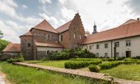 Zespół dawnego klasztoru Norbertanek w Strzelnie, fot. Szymon Zdziebło tarantoga.pl