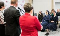 Konferencja prasowa marszałka Piotra Całbeckiego, podczas której podsumowano charytatywny wymiar balu, fot. Andrzej Goiński/UMWKP