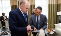 Ambasador Tsewang Namgyal i prezes TZMO Jarosław Józefowicz u marszałka Piotra Całbeckiego, fot. Mikołaj Kuras dla UMWKP