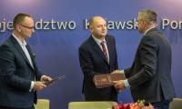 Uroczyste podpisanie umowy na wykonanie ronda turbinowego w Białych Błotach, fot. Szymon Zdziebło www.tarantoga.pl