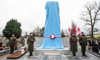 Uroczystość odsłonięcia repliki pomnika na mogile powstańców wielkopolskich w Szubinie, fot. Filip Kowalkowski