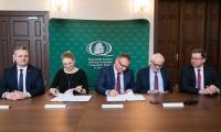 Podpisanie umowy pomiędzy samorządem województwa a Wojewódzkim Funduszem Ochrony Środowiska w Toruniu, fot. Andrzej Goiński/UMWKP