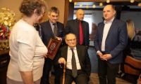 Spotkanie marszałka Piotra Całbeckiego ze stuletnim Tadeuszem Śliwą, fot. Mikołaj Kuras
