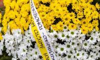 Wieniec złożony pod tablicą upamiętniającą wizytę Jana Pawła II we Włocławku, fot. Szymon Zdziebło tarantoga.pl/UMWKP