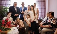 Do grona rówieśników Niepodległej uhonorowanych medalem Unitas Durat Palatinatus Cuiaviano-Pomeraniensis dołączyła stuletnia Józefa Trawińska, fot. Andrzej Goiński dla UMWKP