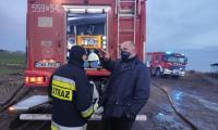 Marszałek Piotr Całbecki na miejscu pożaru w Raciniewie, fot. Beata Krzemińska/UMWKP
